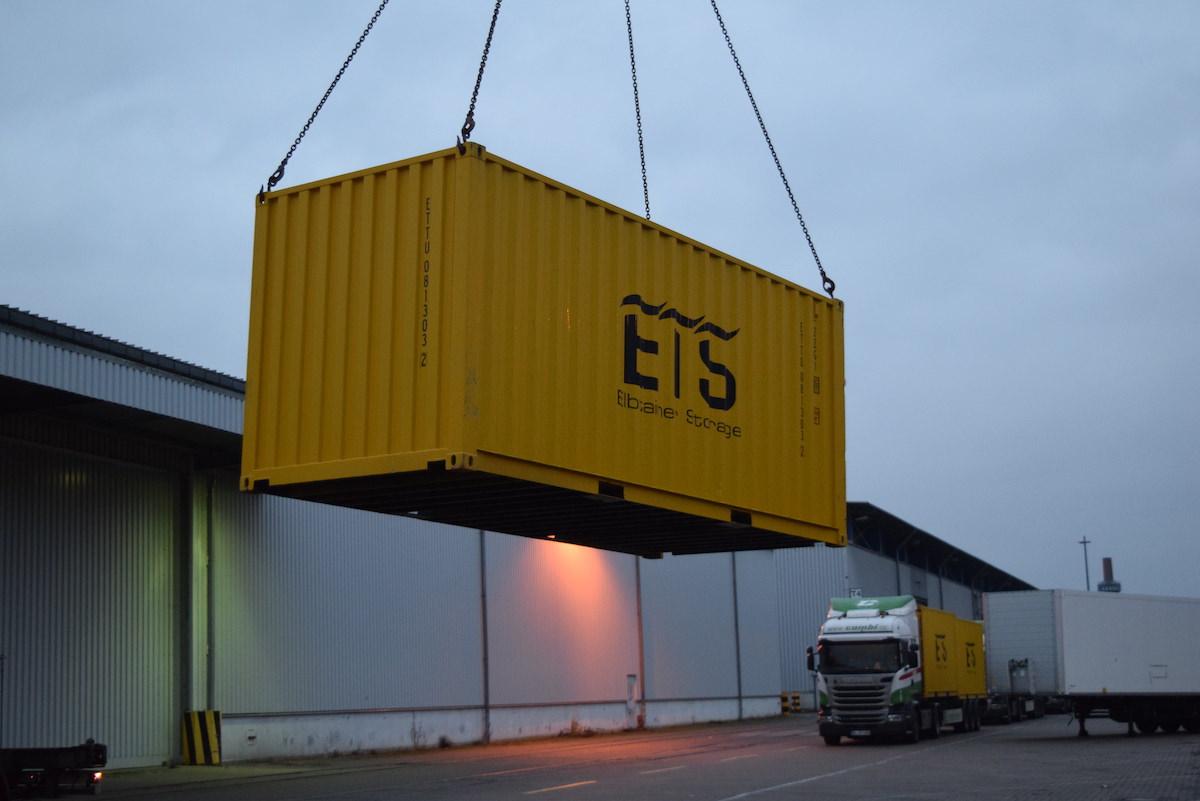 Elbstorage.com – Die ersten Container rollen an